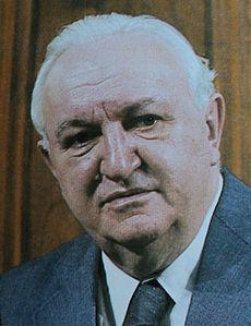 http://upload.wikimedia.org/wikipedia/sr/thumb/2/2a/Dr_Vladimir_Bakaric.jpg/230px-Dr_Vladimir_Bakaric.jpg