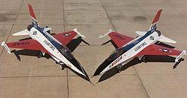 YF-16 i F-16.jpg
