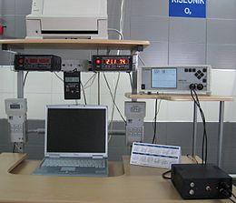 Кисеонички систем (лево) и мониторинг систем за праћење виталних функција болесника и физичких параметара средине у барокомори и баросали подлеже свакодневној контроли пре и у току ХБОТ