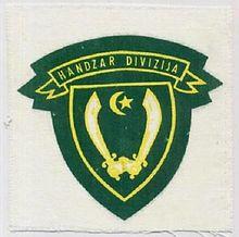 Puležan prodaje kokarde na ulici 220px-The_coat_of_arms_Handzar_Division_%281991-1996%29