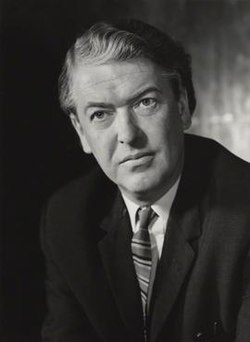 Kingsley Amis in early middle age.jpg