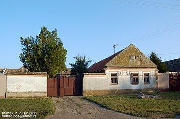 Rodna kuća Žarka Zrenjanina u Izbištu