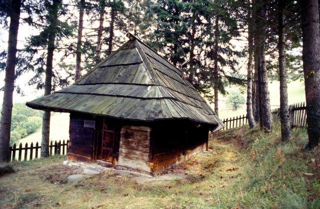 Crkva brvnara u Kucanima