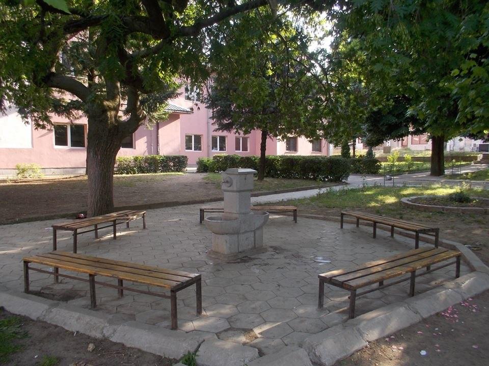 Школско двориште n