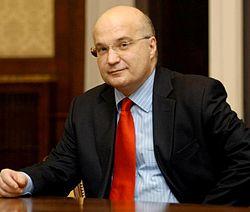 https://upload.wikimedia.org/wikipedia/sr/thumb/f/fc/Dusan_Batakovic.jpg/250px-Dusan_Batakovic.jpg