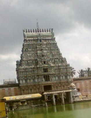 படிமம்:Tiruvarur temple gopuram.JPG