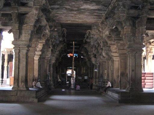 படிமம்:Thiruvanaikaval Koyil mandabam.jpg