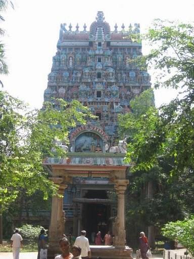 படிமம்:Thiruvanaikaval Kopuram.jpg