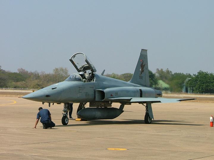 ไฟล์:F-5T.jpg