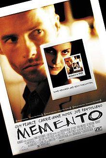 https://upload.wikimedia.org/wikipedia/tr/thumb/f/f6/Memento_film_posteri.jpg/220px-Memento_film_posteri.jpg