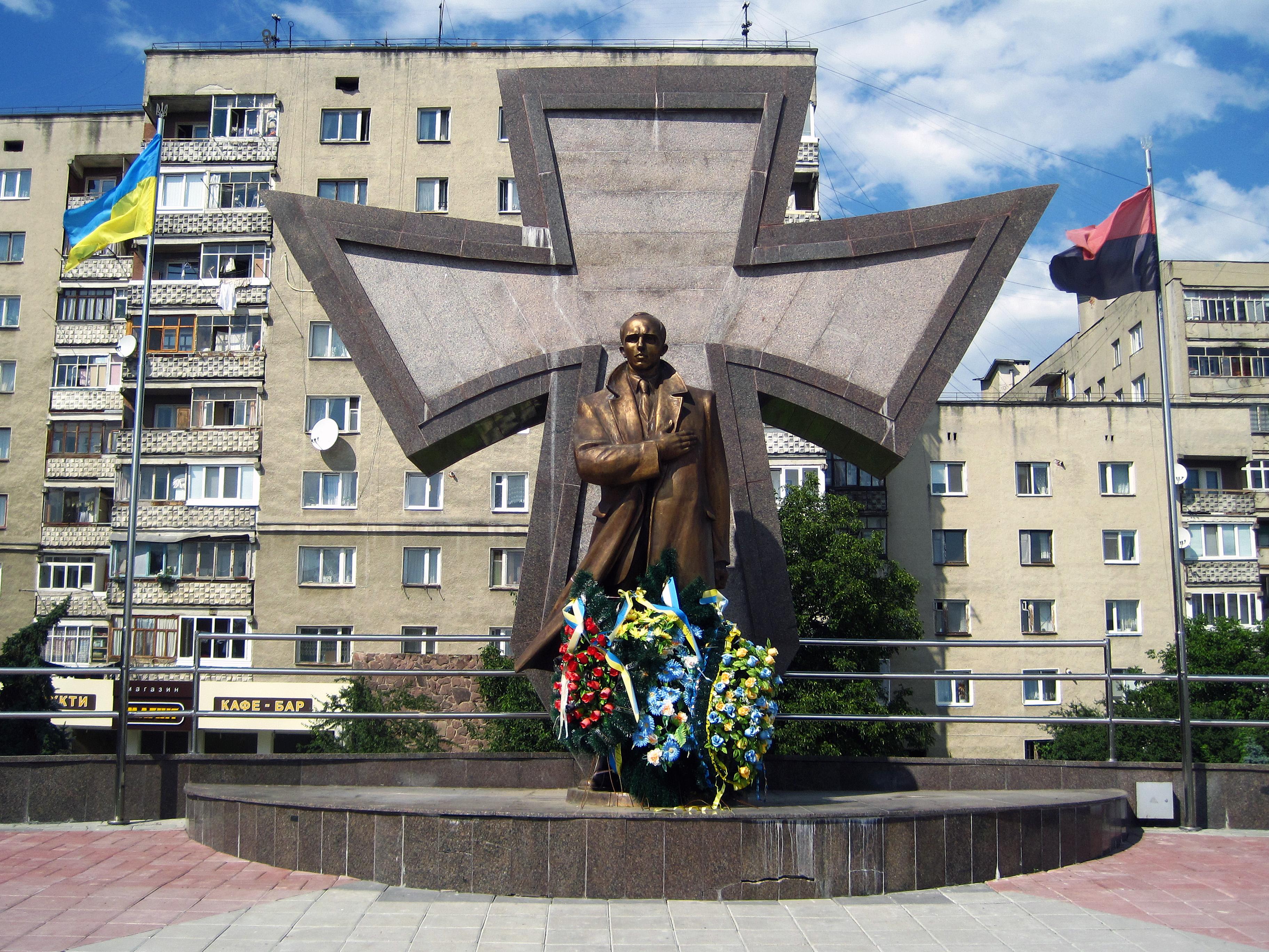 В Бердянске снесли памятник Ленину на Приморской площади - Цензор.НЕТ 6886