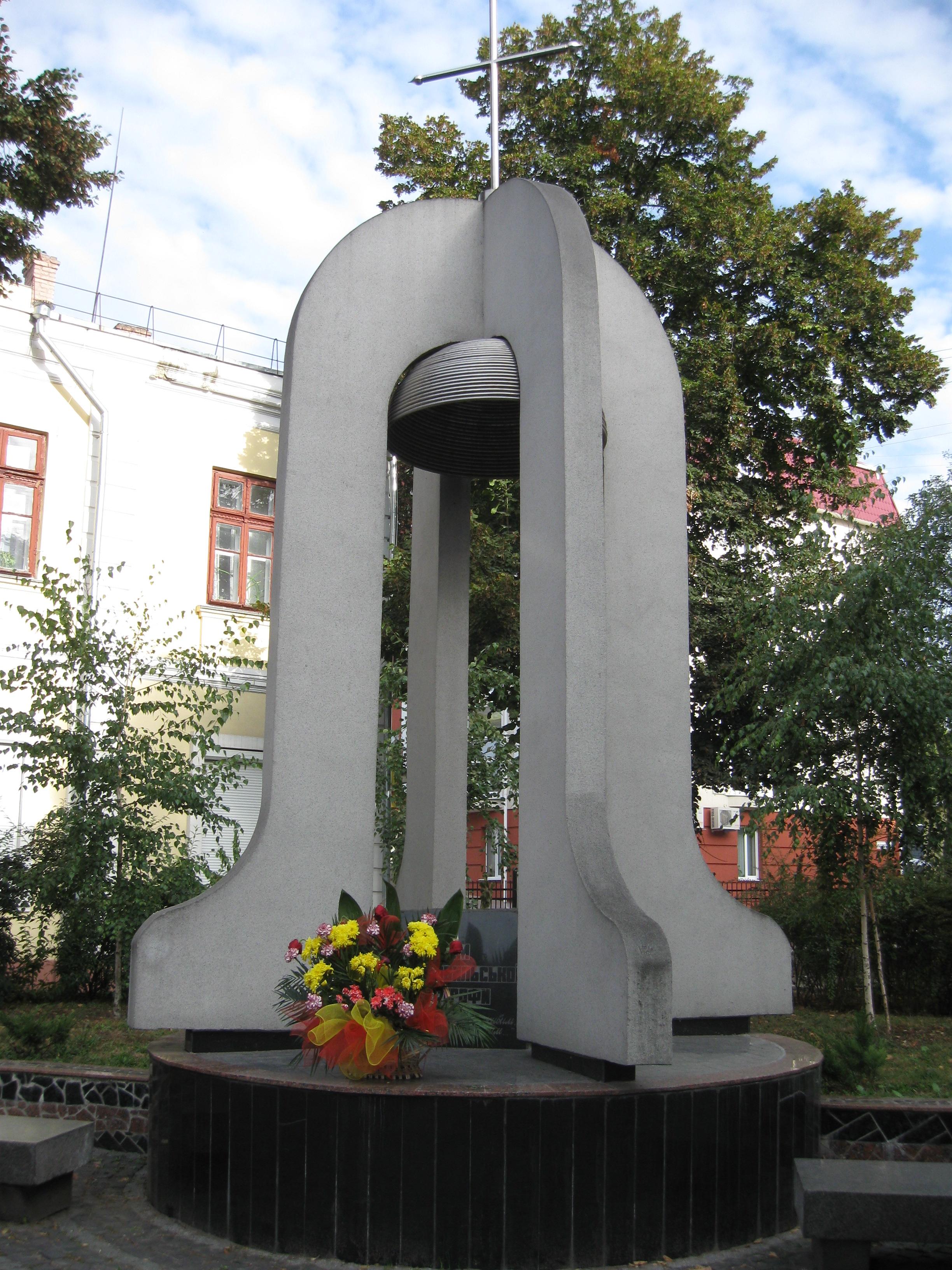 Картинки по запросу чорнобильська катастрофа памятник