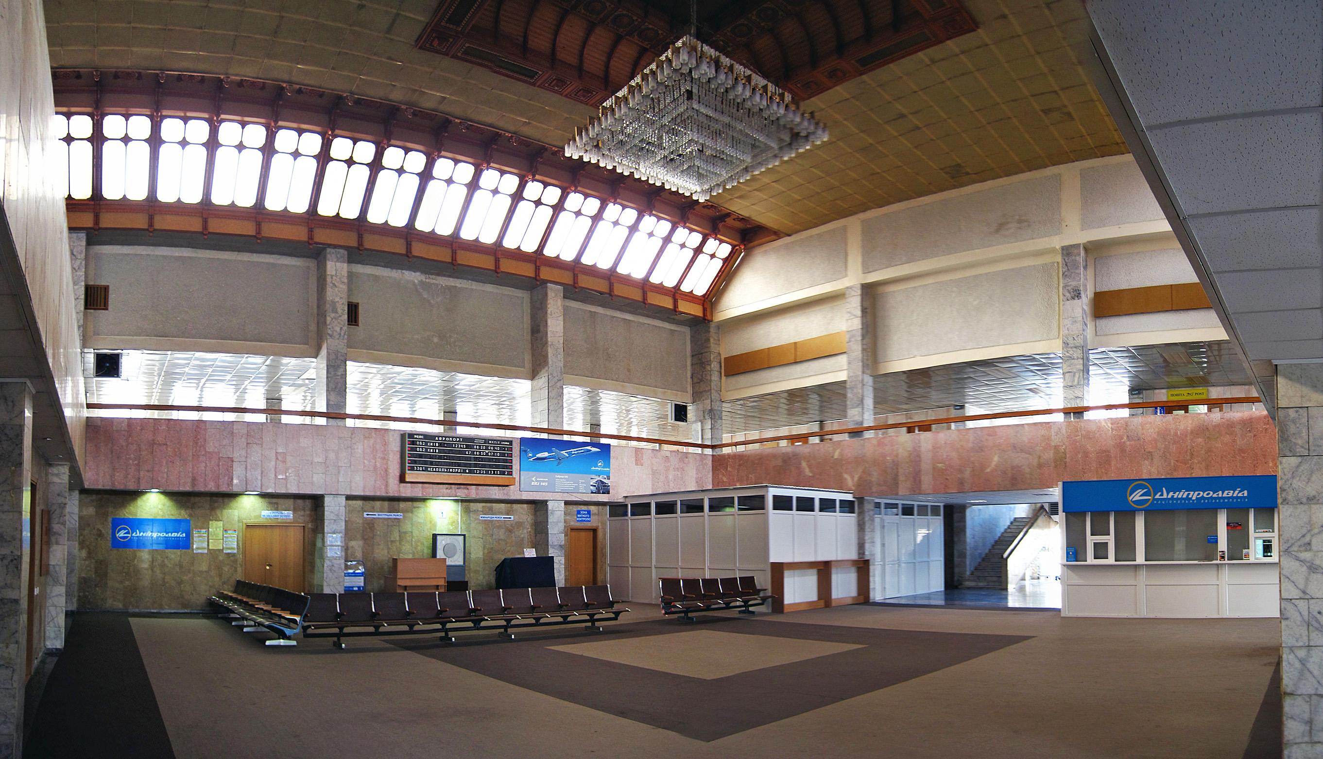 В аеропорті Івано-Франківська помітили підозрілу валізу