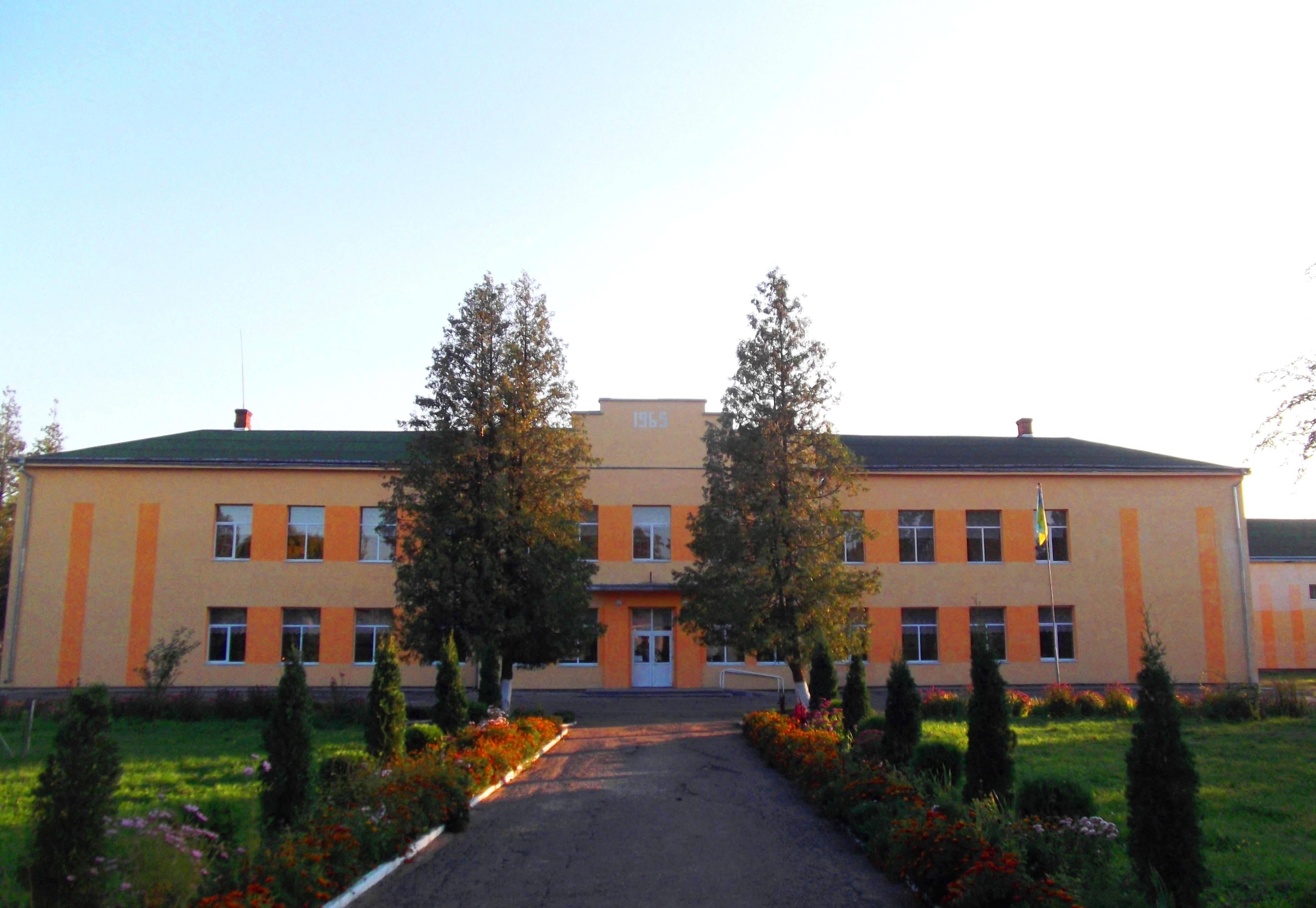 В одній із найстаріших шкіл Коломийщини облаштували класи для першачків (відеосюжет)