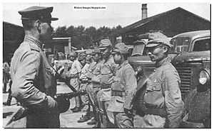 Russian-soldier-guards-japanese-pow-1945.jpg
