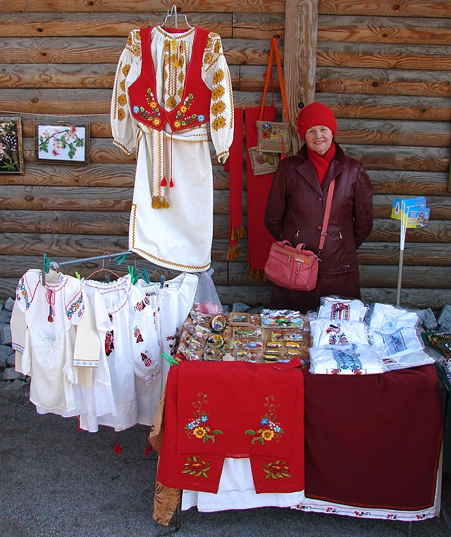 Запорізька вишивка Любові Опанасенко на фестивалі «Покрова на Хортиці» 6f063d117425f