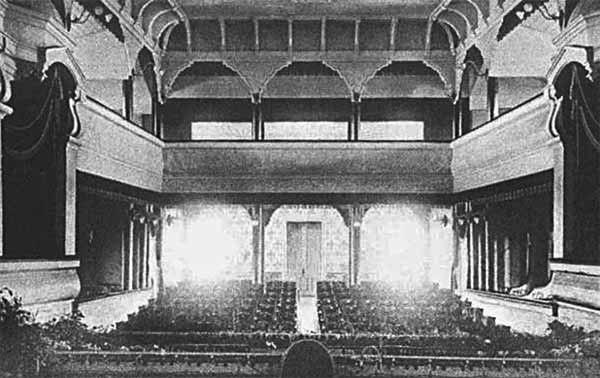 345 Глядацька зала дерев'яного театру в садибі Муромцево В. Храповицького, кінець 19 ст. , поштівка поч. 20 століття