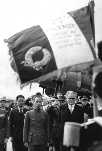 Tập tin:Hồ Chí Minh và Phạm Văn Đồng tại Paris.jpg