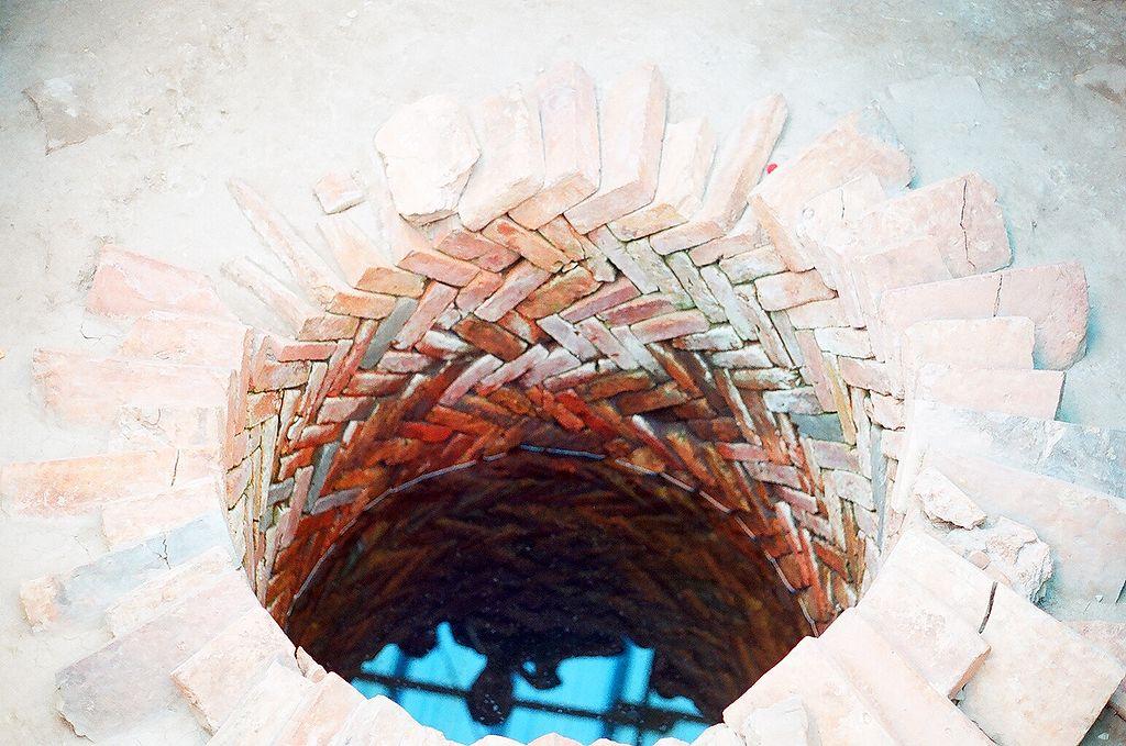Giếng nước thời Trần, di tích Hoàng thành Thăng Long; ảnh: Phạm Duy Trưởng