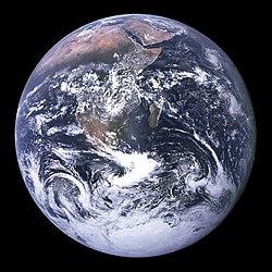 Tùi Apollo 17 khoàⁿ tē-kiû (1972)