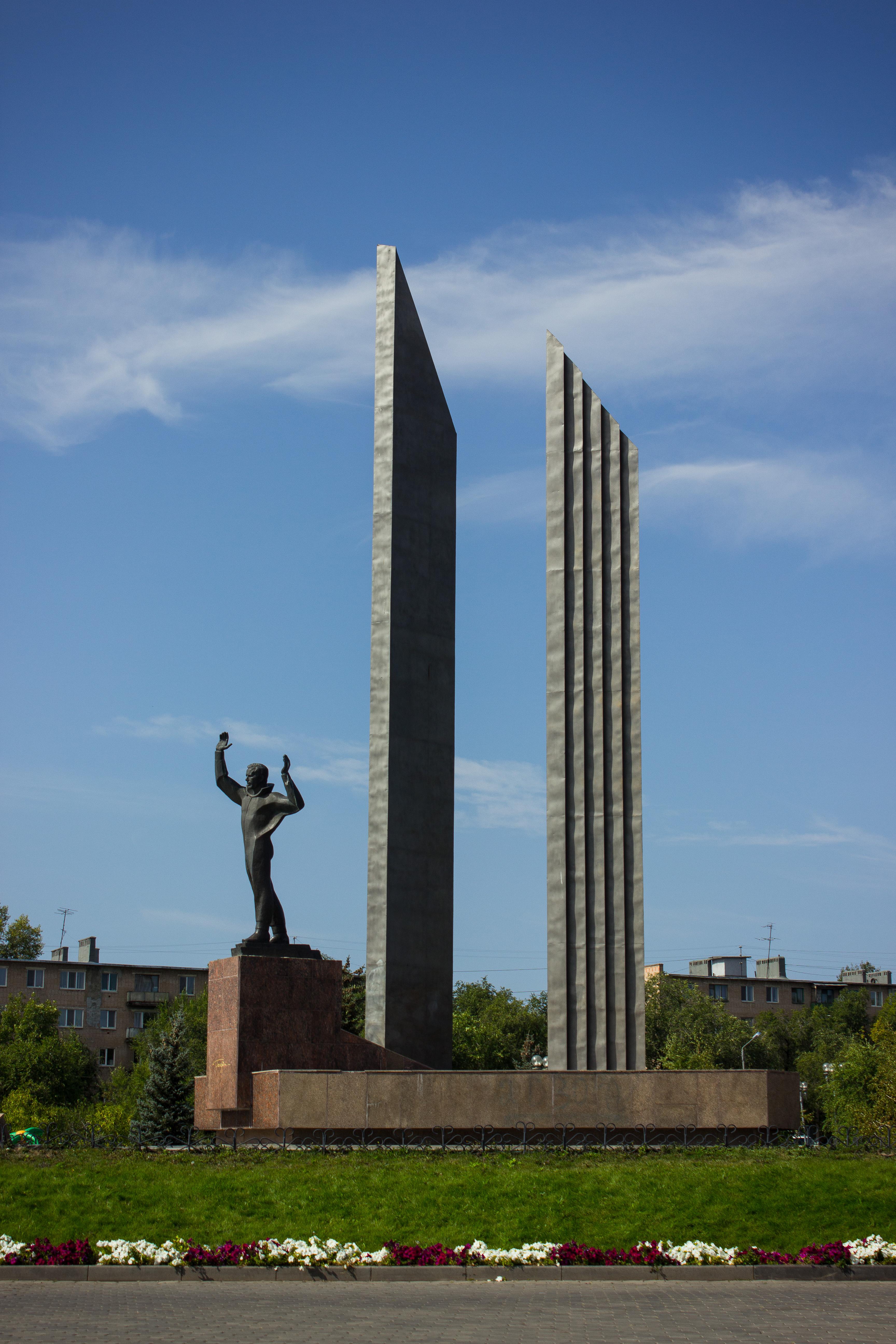 Картинки памятник гагарину оренбург